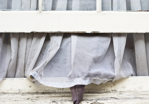How Dirty Curtain Affect The Health Of Your Family
